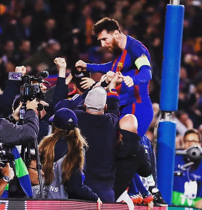 Messi celebrates with Barca fans